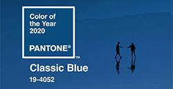 Бани в класически синьо – цвета на 2020 според Pantone Селекция от серии за баня в актуалния класическо син цвят – разнообразие от размери и повърхности.